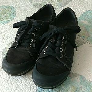 Dansko vegan lace up shoes